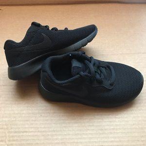 Nike Boys Tanjun 10.5C Sneaker